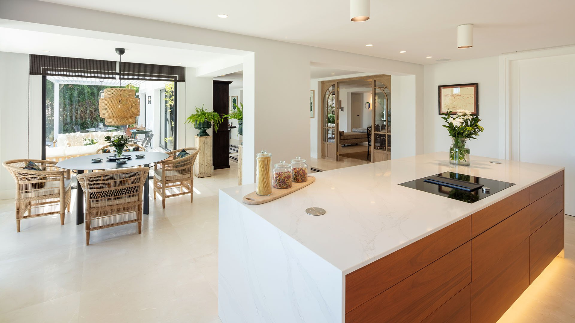 Aloha 144: Exquisite renovated villa surrounded by golf