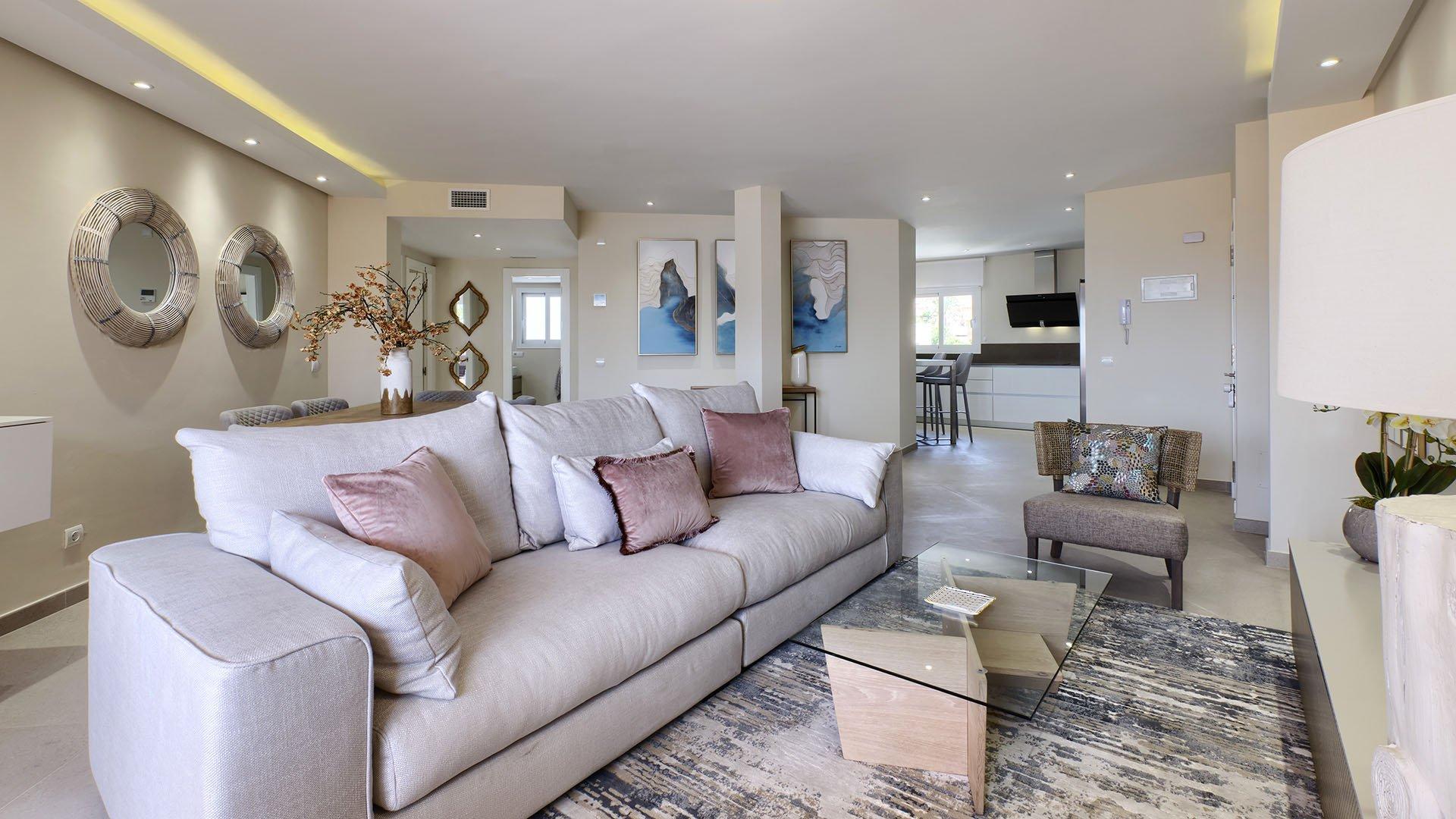 Bermuda Beach: Frontline beach apartment in Estepona