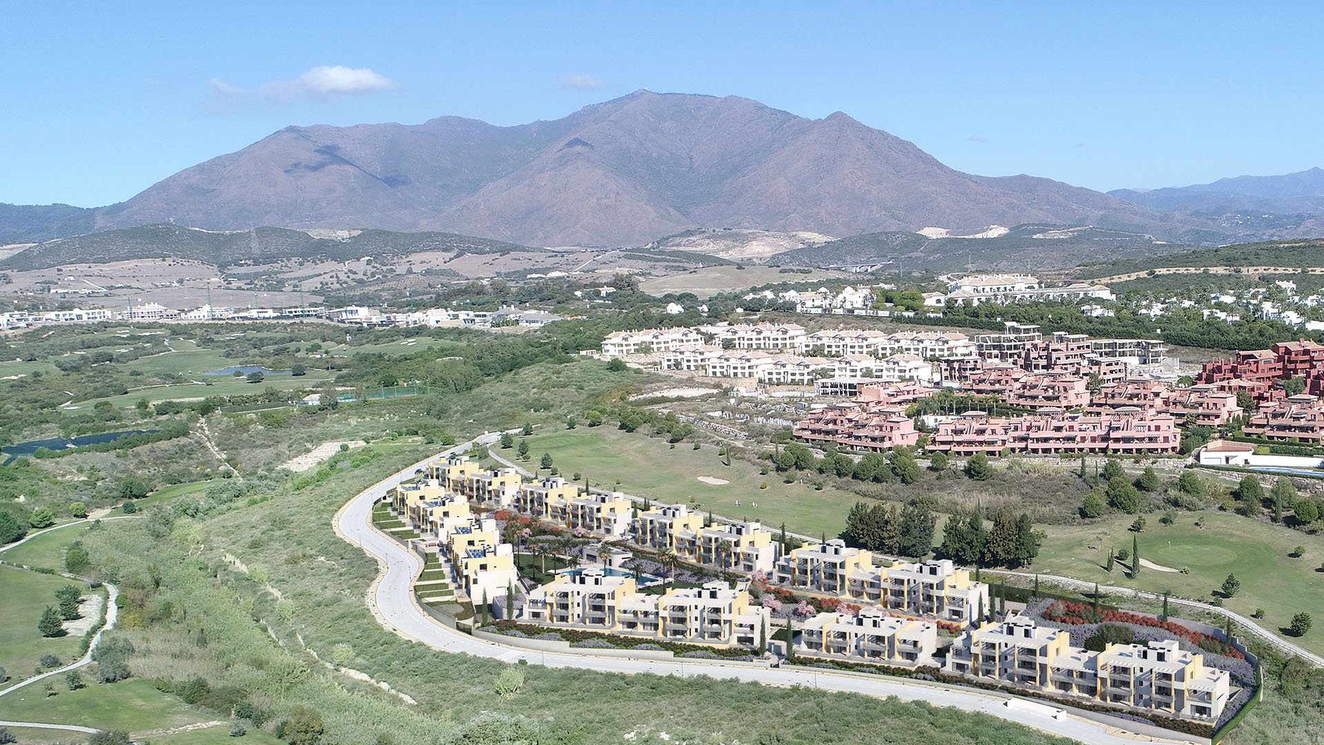 Casares Homes: Aanlokkelijk project op eerste lijn golf