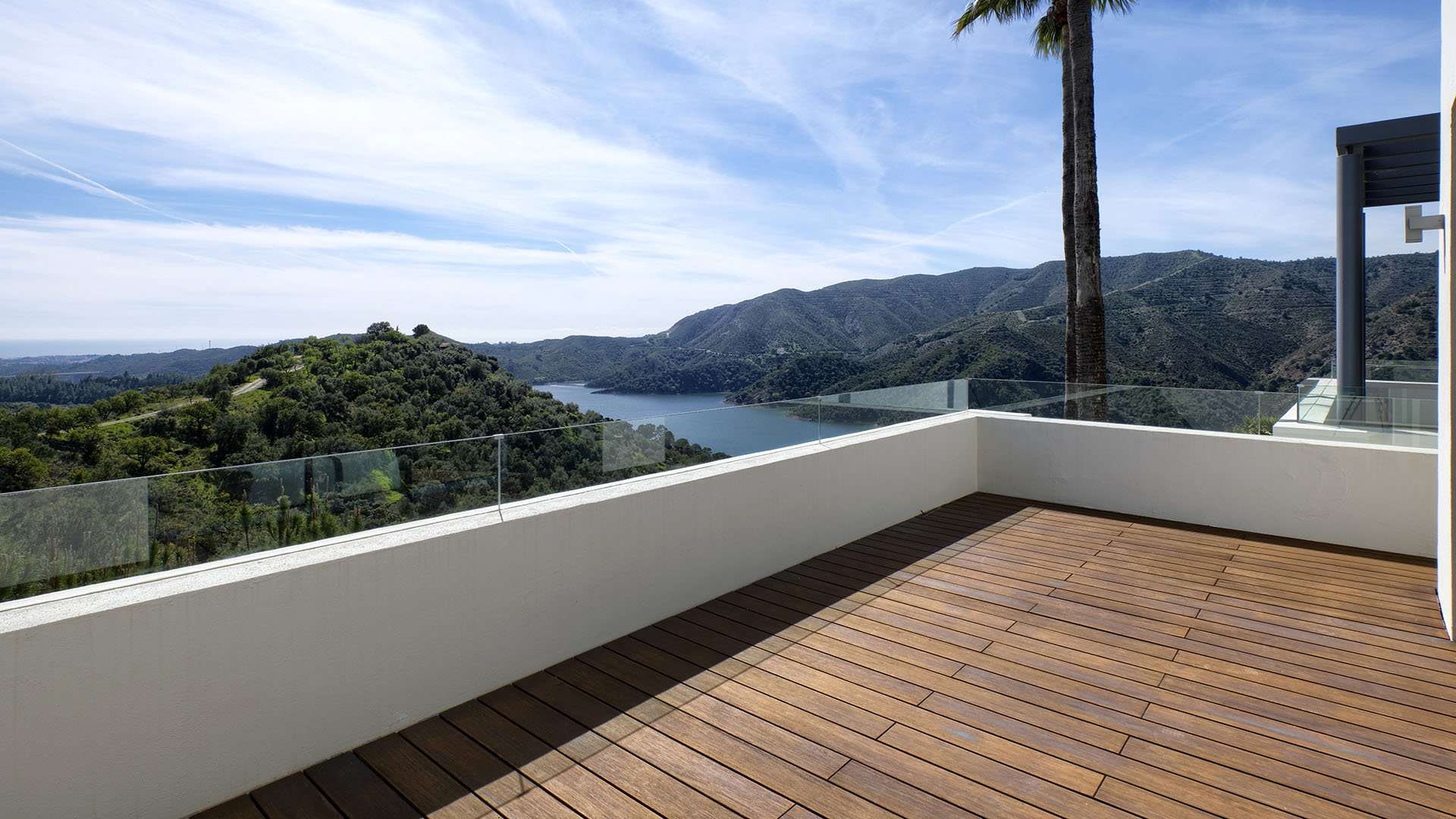 Lakeside Villa Istán: An oasis of tranquillity with impressive views