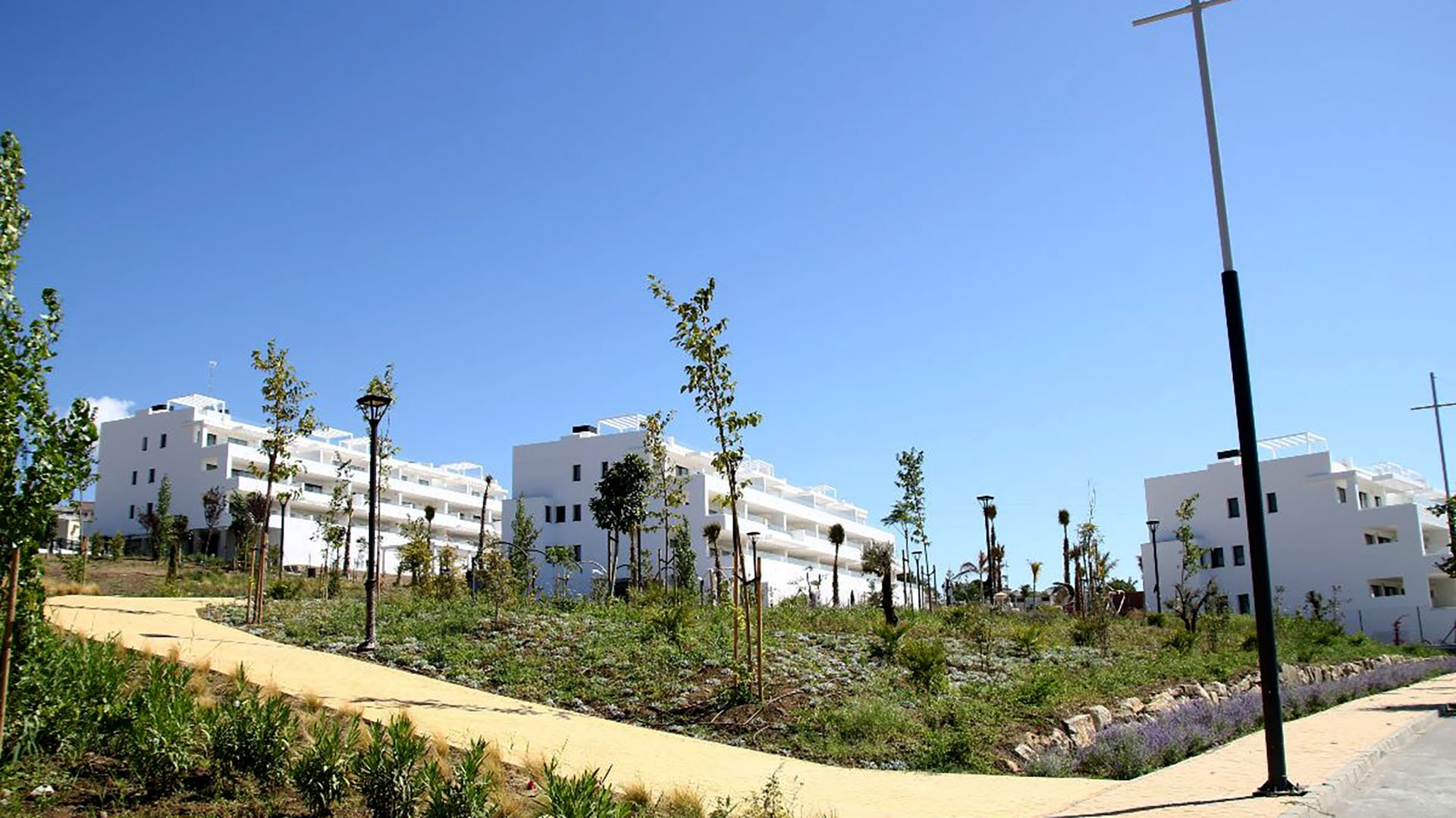 Las Olas: Modern apartments within walking distance from the beach in Estepona