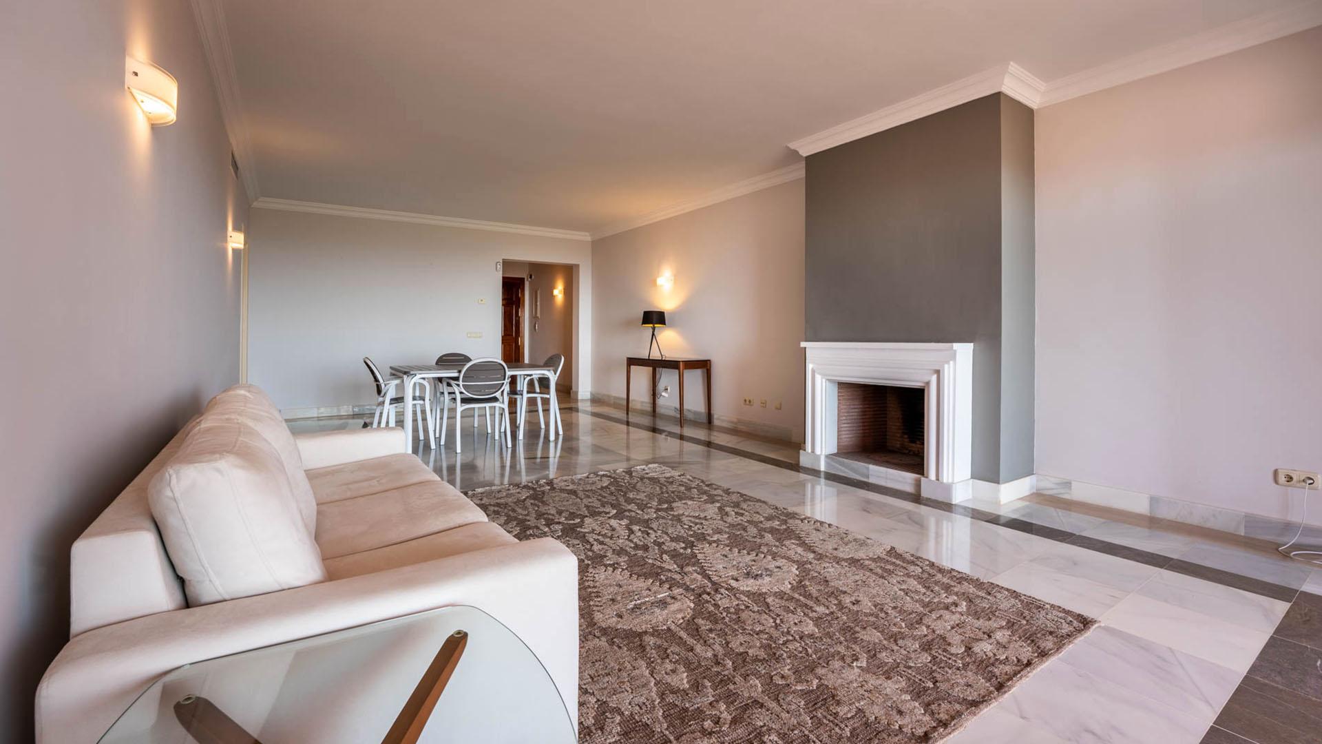 Torre Halcones 4d: Appartement in Benahavís met indrukwekkend zeezicht