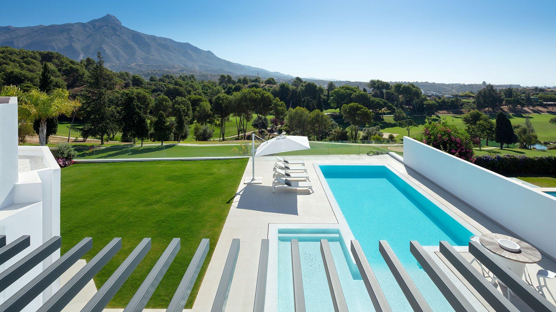 Villa Aloha 171: Prachtig eerste lijn golf villa met zicht op zee en La Concha