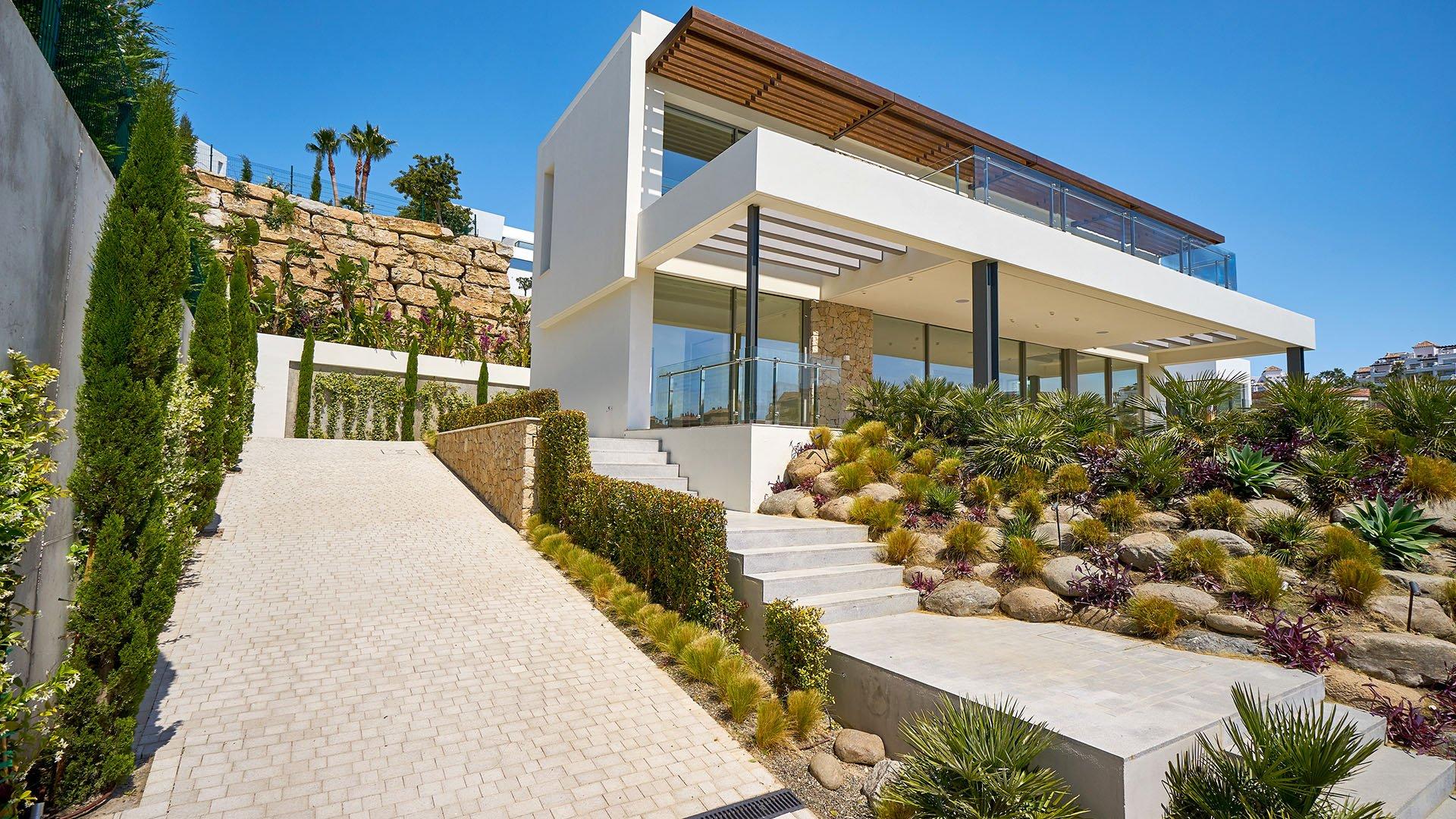 Villa Capanes Sur: Modern luxury villa with a front line golf location