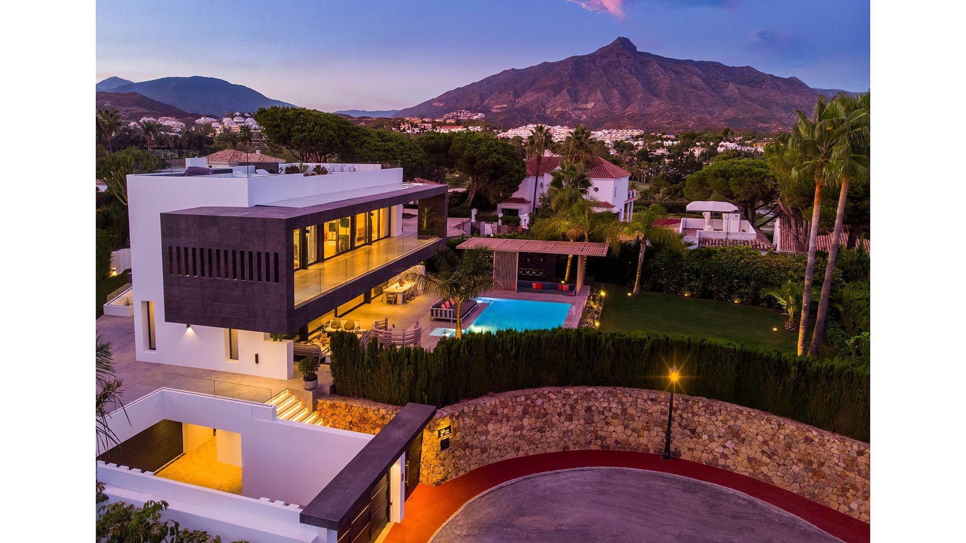 Villa Marina 34: Modern villa in the heart of Nueva Andalucía, Marbella
