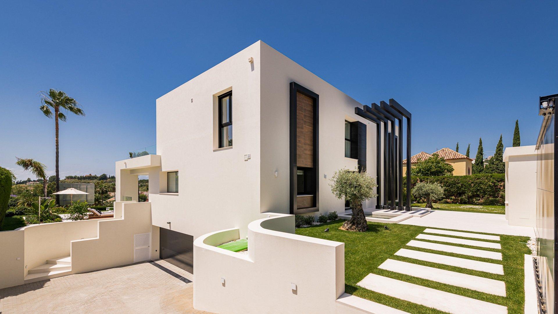 Villa Oak: Impressive front line golf villa in Nueva Andalucía, Marbella
