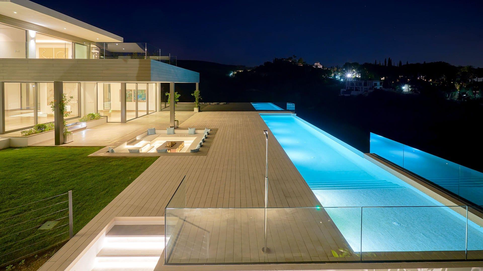 Villa The Vy: Prachtige eigentijdse villa met sensationele zichten op golf en zee